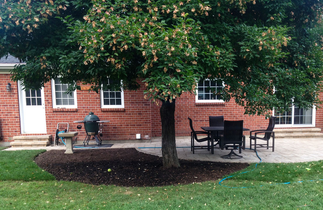 interlock backyard patio with furniture