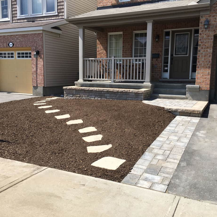 Front Yard Mulch Install